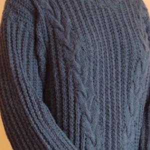 sweter z zezowatymi warkoczami